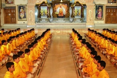 the fundamental principles and concepts of hinduism » buddhist studies » basic buddhism guide » 5 minute introduction  the buddha spent the rest of his life teaching the principles of buddhism — called the dhamma, or truth — until his death at the age of 80  but the basic concepts in buddhism can be summed up by the four noble truths and the noble eightfold path.
